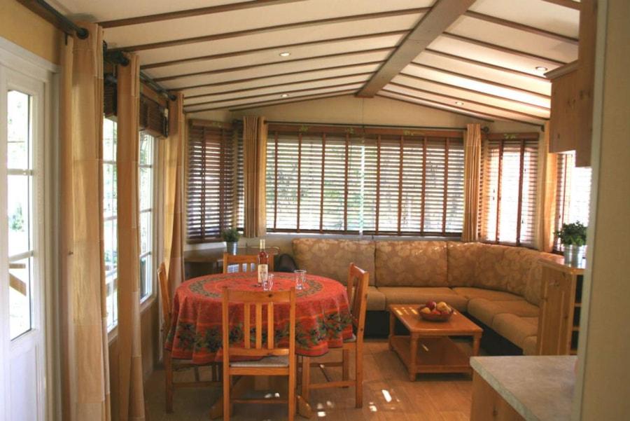Mobil Home Castelane - salle à manger salon - Camping Chantecler ★★★★ Aix en Provence (Sud de la France)