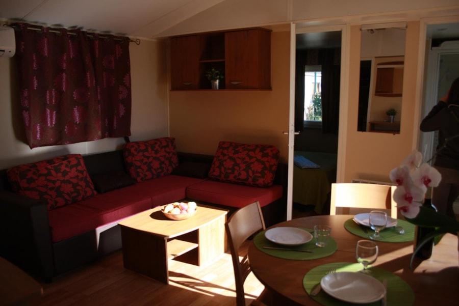 Location Mobil Home Luxe 33 - salon salle à manger - Camping Chantecler ★★★★ Aix en Provence (Sud de la France)