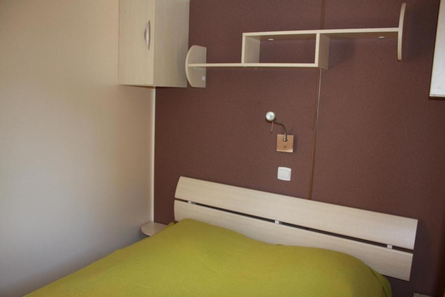 Location Mobil Home Luxe 33 - chambre avec lit double - Camping Chantecler ★★★★ Aix en Provence (Sud de la France)