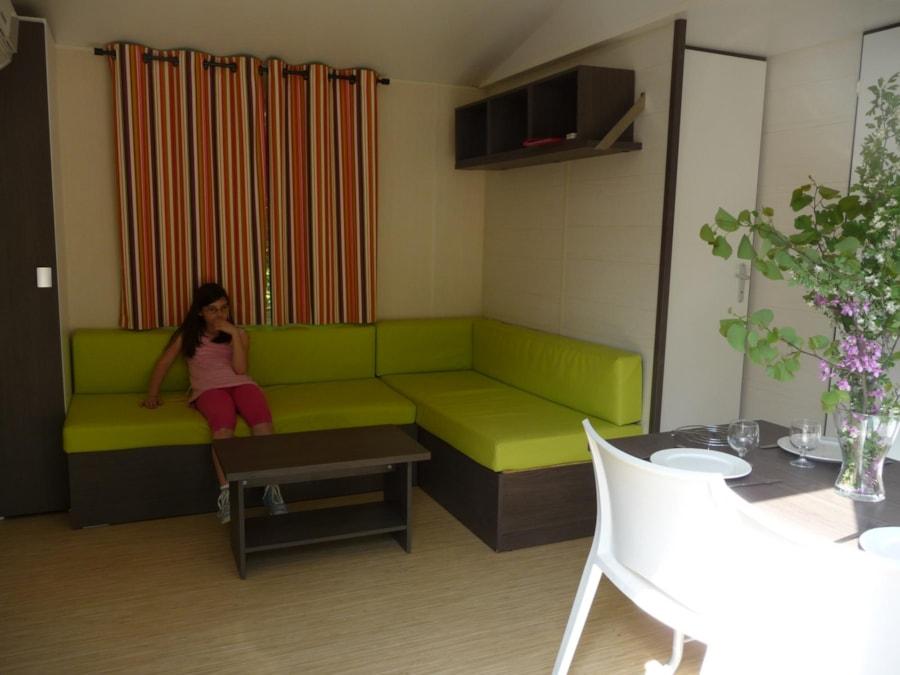 Location Mobil Home Luxe - canapé - espace de vie - Camping Chantecler ★★★★ Aix en Provence (Sud de la France)